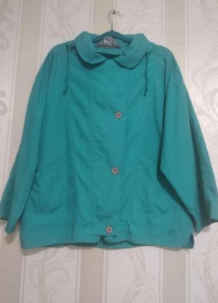 Куртка ветровка женская с капюшоном большого размера.