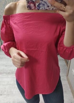 Легкая нежная актуальная блуза на плечи фуксия