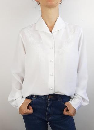 Винтажная офисная белая блуза с отложным воротником вышивка обтянутые пуговицы brantex