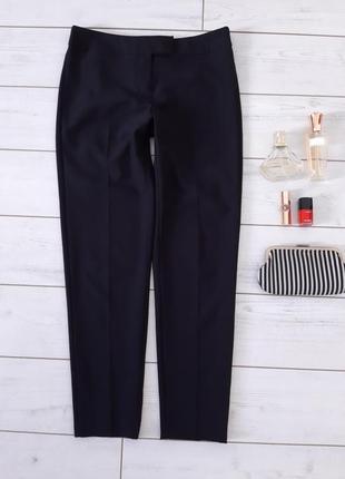 Лаконичные базовые брюки для делового гардероба.