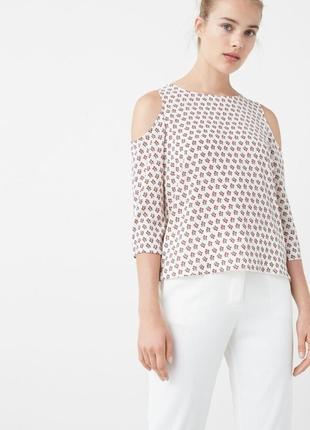Блуза блузка с вырезами на плечах