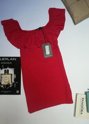 Шикарна червона блузка футболка prettylittlething розмір м-l.