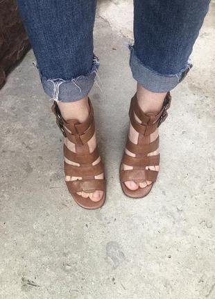 Шкіряні босоніжки на каблуку / кожаные босоножки на каблуке