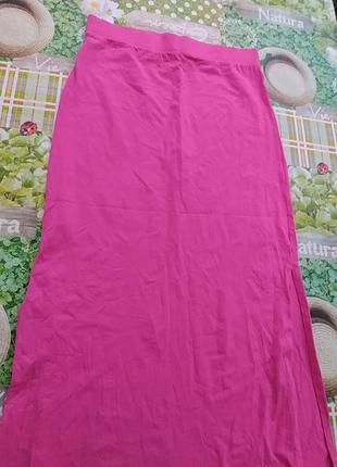 Розовая длинная юбка с разрезом спереди на толстой резинке