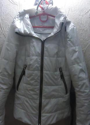 Весенняя куртка, очень красивая
