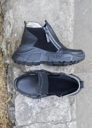 Черные кожаные демисезонные ботинки на танкетке 20202 фото