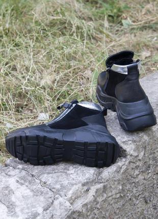 Черные кожаные демисезонные ботинки на танкетке 20203 фото