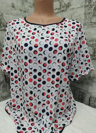 Белая блузка в горох синий и красный