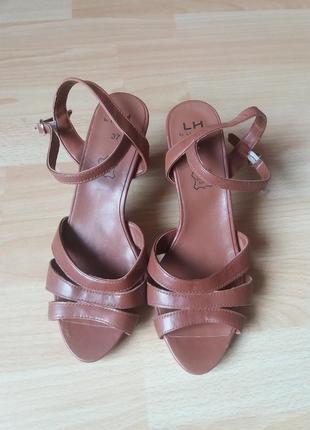 Кожаные сандалии 37р