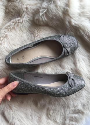Новые фирменные серо-серебристые с люрексом балетки туфли tu