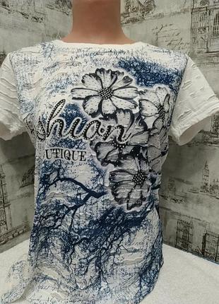 Белая блуза с синими цветами