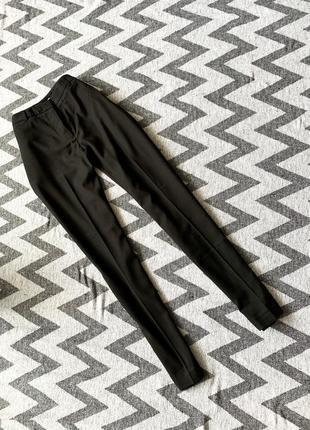 Классические чёрные брюки зауженные wem