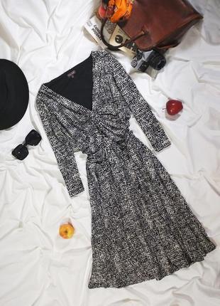 Красивое платье миди в абстрактный принт, имитирующий анималистический, дорогого бренда