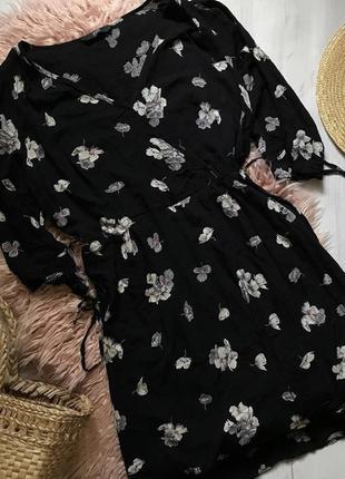 Красивое платье с запахом