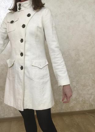 Белое пальто next