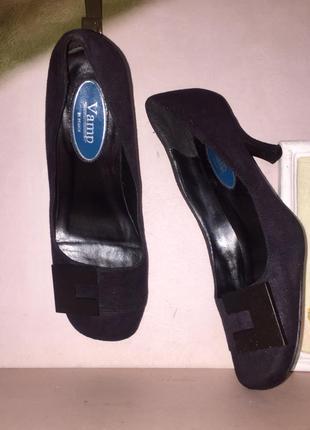 Туфли на невысокой шпильке квадратный носок пряжка