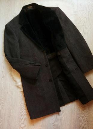 Серое черное зимнее теплое длинное мужское пальто шерстяное с мехом внутри воротнике клас