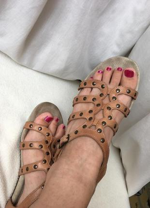Кожаные сандалии босоножки clarks без каблука на танкетке