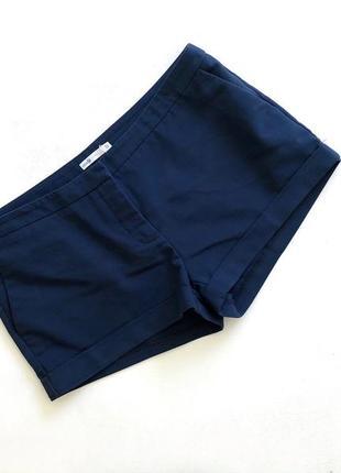 Стильные синие шорты