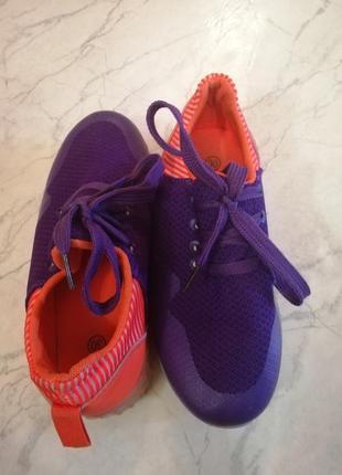 Яркие текстильные кроссовки