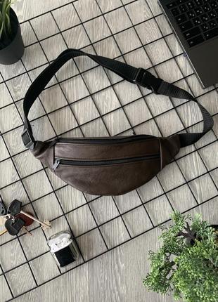 Стильная бананка натуральная кожа, модная сумка на пояс коричневая матовая кожа б22
