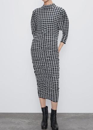 Жаккардовое платье с драпировками zara
