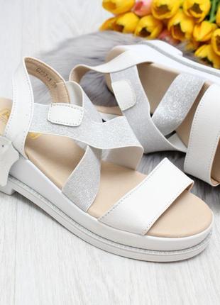 Мега удобные модные белые серебристые женские босоножки кожа