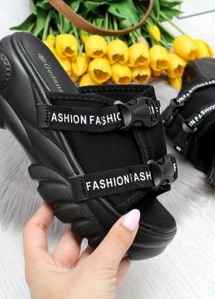 Трендовые черные текстильные женские шлепки шлепанцы на платформе