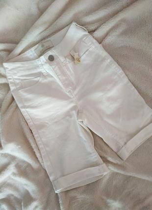 Белые шорты бриджи
