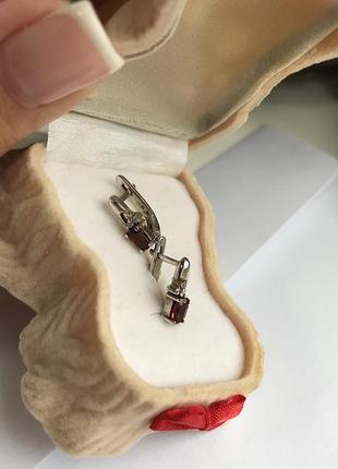 Серебряные серьги с гранатами и фианитами6 фото