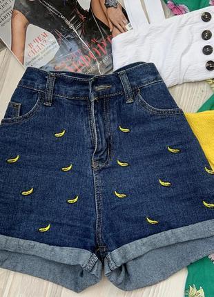Джинсовые шорты с вышивкой банан