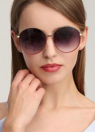 Крупные круглые солнцезащитные очки зелено-красная рама серый градиент