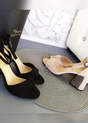Черные и пудровые босоножки с закрытой пяткой на каблуке