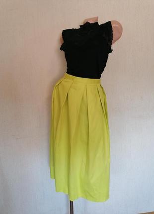 Яркая юбка с карманами