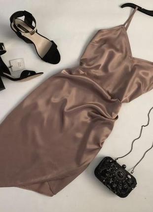 Утонченное атласное платье в бельевом стиле