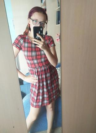 Платье в клетку красное