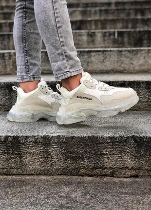Замечательные трендовые женские кроссовки balenciaga triple s белые с серым