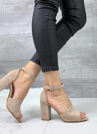 Новые шикарные женские бежевые босоножки на каблуке