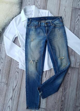 Класные джинсы скини с рваностями zara