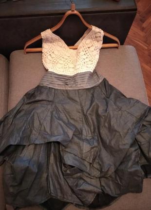 Красивое платье на девочку подростка или на худенькую девушку.