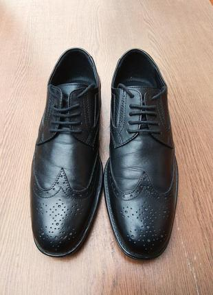 Кожаные броги 42 размер черные мужские туфли оксфорды