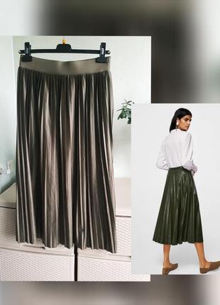 Оливковая юбка миди плиссе на резинке с напылением под кожу трикотаж tu 10