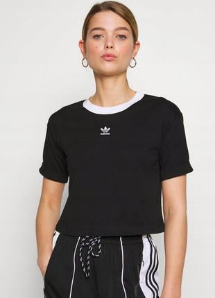 Укорочённая футболка adidas