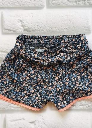 Primark стильные тонкие шорты на девочку 3-4 года