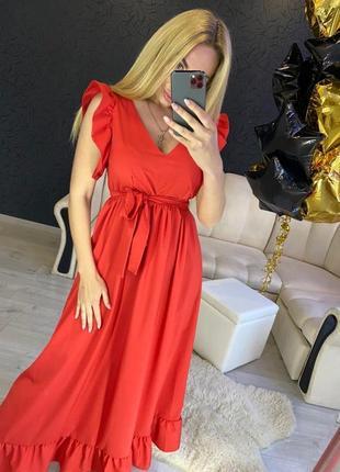 Красное длинное платье с декольте