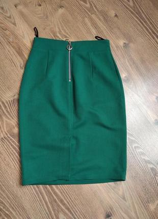 Класна зелена спідничка