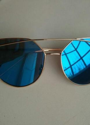 Зеркальные голубые очки
