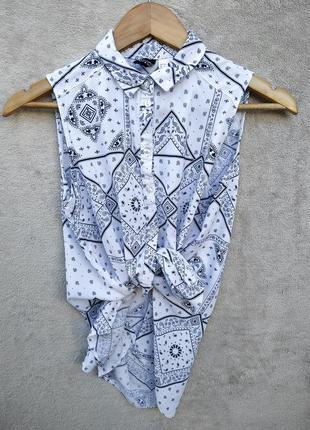 Блуза , рубашка со стильным принтом.