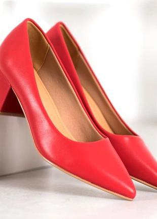 Туфлі лодочки на низькому каблуку