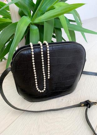 Чорна шкіряна сумка кросс-боди